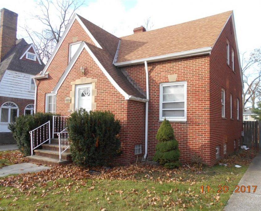 בתים בארצות הברית - בית למכירה בארצות הברית (קליבלנד אוהיו) - חזית הבית