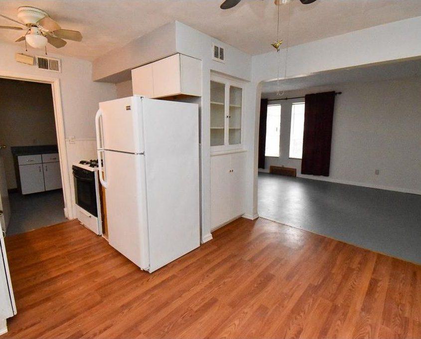 בתים בארצות הברית - בית למכירה בארצות הברית (קליבלנד אוהיו) - מטבח וסלון הבית