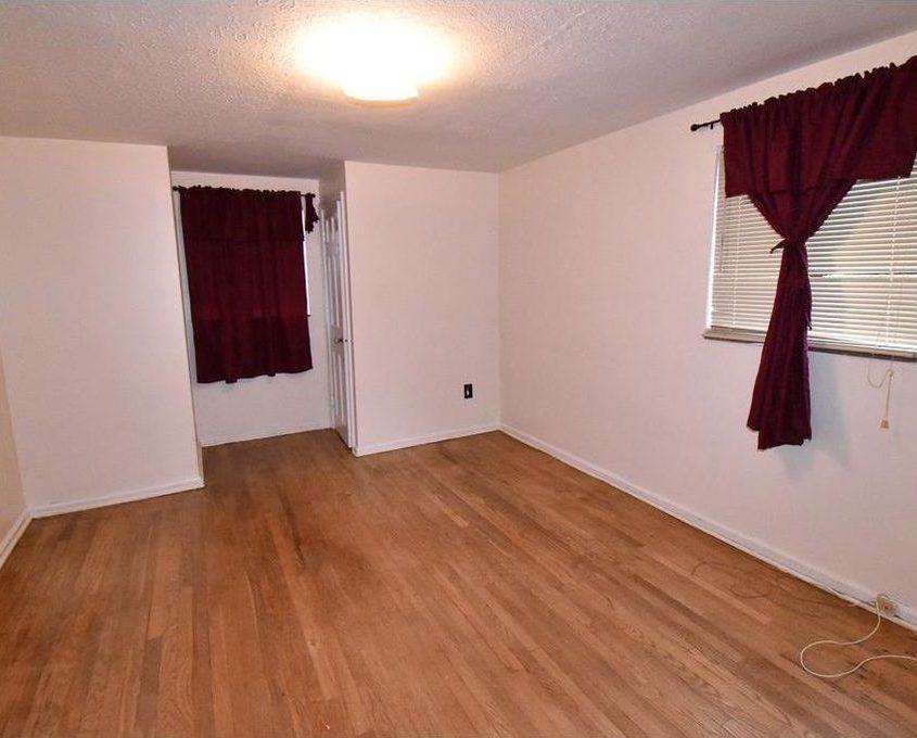 בתים בארצות הברית - בית למכירה בארצות הברית (קליבלנד אוהיו)- סלון הבית