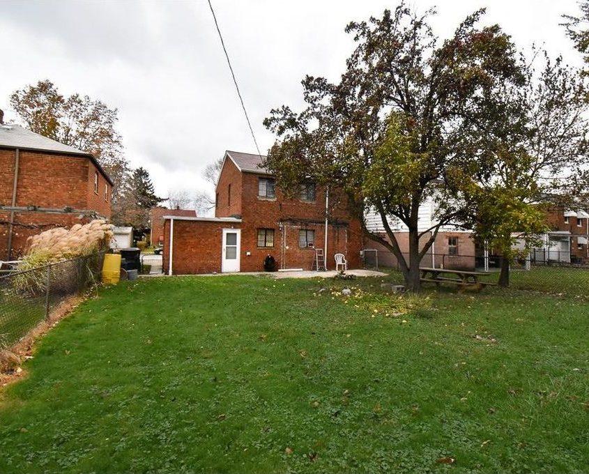 בתים בארצות הברית - בית למכירה בארצות הברית (קליבלנד אוהיו) - חצר אחורית לבית