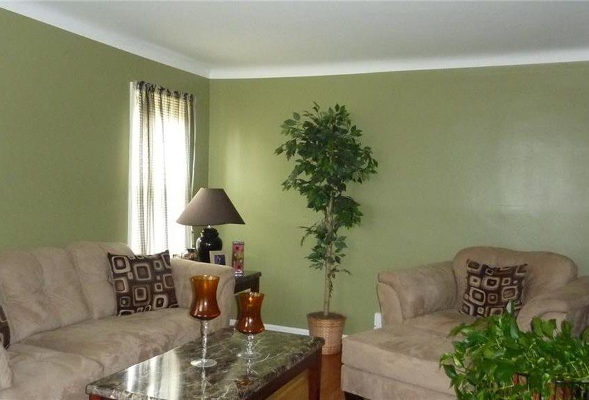 בתים בארצות הברית - בית למכירה בארצות הברית (קליבלנד אוהיו) - סלון הבית