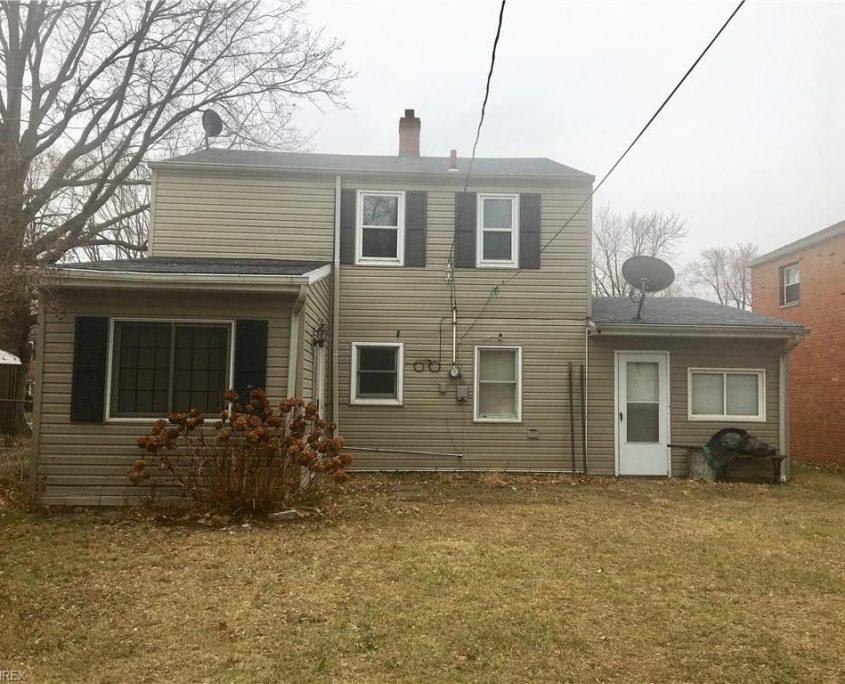 בתים בארצות הברית - בית למכירה בארצות הברית (קליבלנד אוהיו) - גב הבית