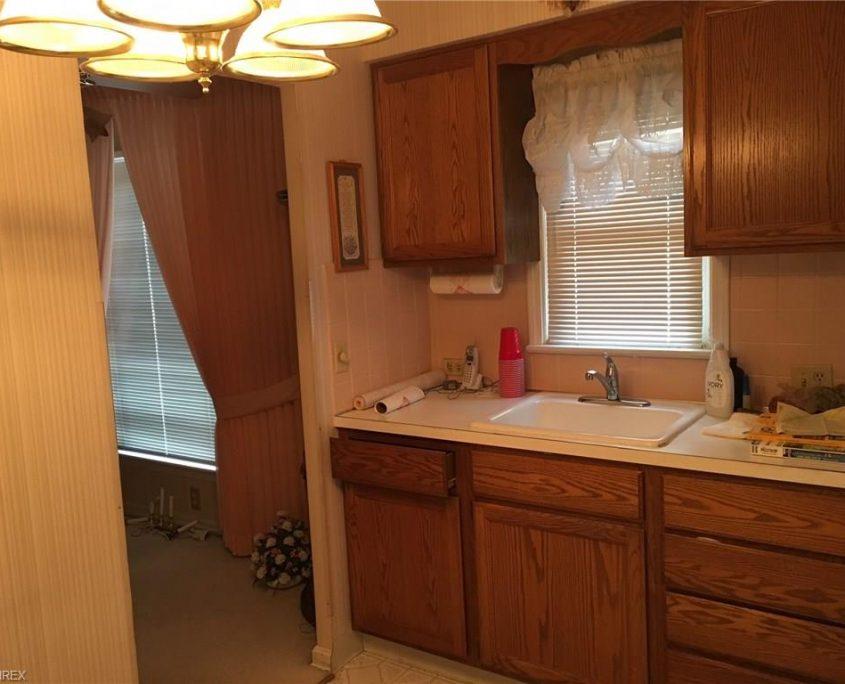 בתים בארצות הברית - בית למכירה בארצות הברית (קליבלנד אוהיו) - מטבח ומבואה