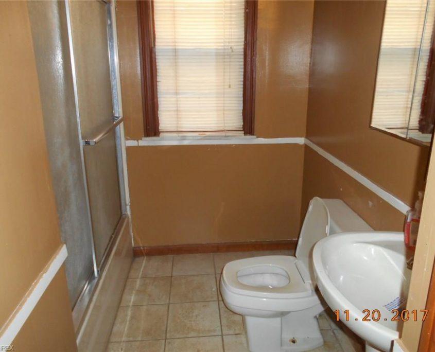 בתים בארצות הברית - בית למכירה בארצות הברית (קליבלנד אוהיו) - שירותים בבית