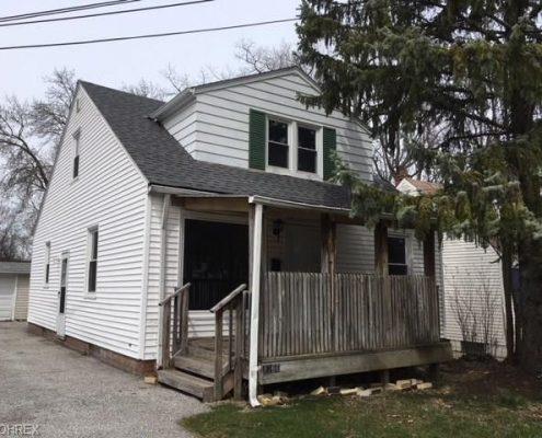 בתים בארצות הברית - בית למכירה בארצות הברית (סאוט יוקליד אוהיו) - חזית בית ויניל