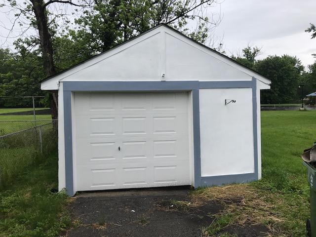 בתים בארצות הברית - בית למכירה בארצות הברית (EASTLAKE OHIO) - חניה גאראג'