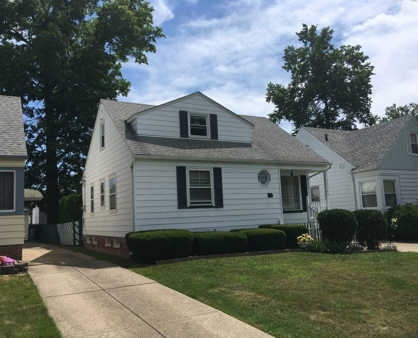 בתים בארצות הברית - בית למכירה בארצות הברית (יוקליד OHIO) - חזית הבית