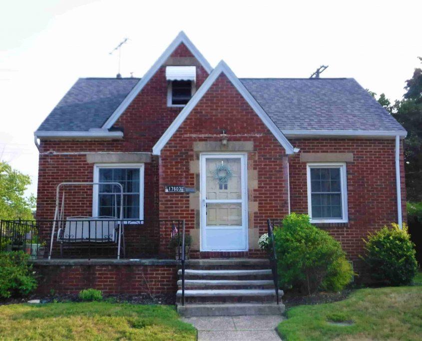 בתים בארצות הברית - בית למכירה בארצות הברית (קליבלנד אוהיו NORTH COLINWOOD) - כניסה אל הנכס