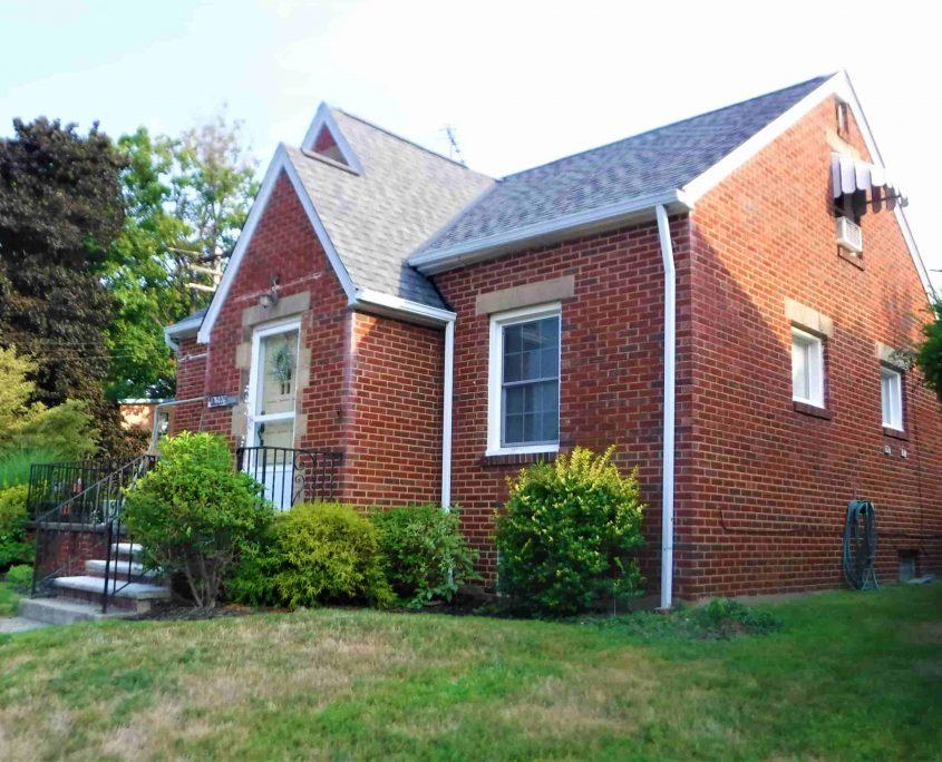 בתים בארצות הברית - בית למכירה בארצות הברית (קליבלנד אוהיו NORTH COLINWOOD) - מבנה הבית צדדי