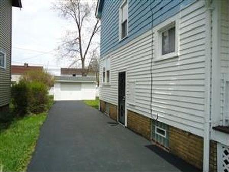 בתים בארצות הברית - בית למכירה בארצות הברית (קליבלנד הייטס אוהיו ) - DRIVEWAY POS COMPLIANT