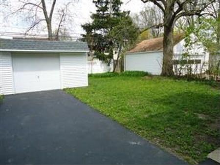 בתים בארצות הברית - בית למכירה בארצות הברית (קליבלנד הייטס אוהיו ) - חנייה