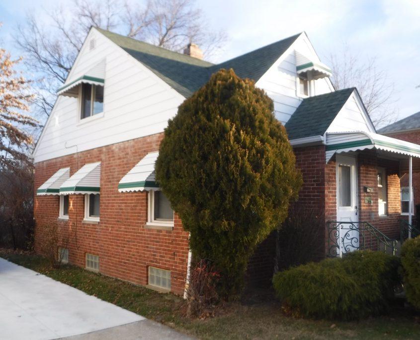 בתים בארצות הברית - בית למכירה בארצות הברית (יוקליד אוהיו ) - צדדי הבית