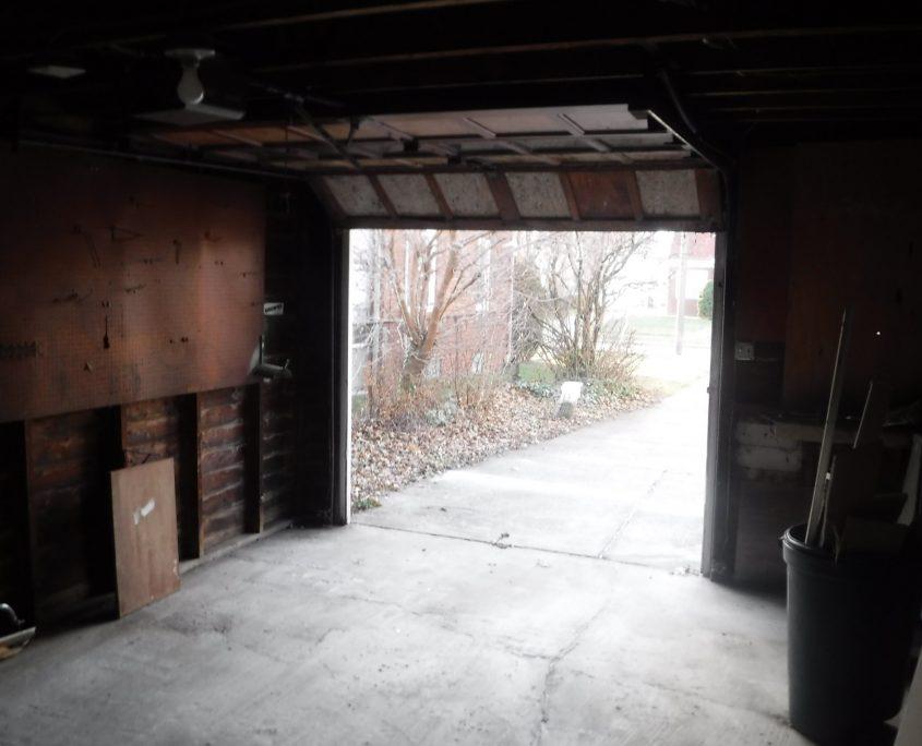 בתים בארצות הברית - בית למכירה בארצות הברית (יוקליד אוהיו ) - בפנים חניה